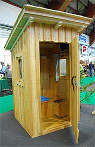 plumpsklo bauen plumpsklo neu auch f r feine nasen land. Black Bedroom Furniture Sets. Home Design Ideas