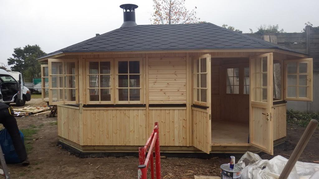 """""""Der Aufbau von Gartenhaus-Bausätzen kann für ungeübte Privatleute schnell zu einer unlösbaren Aufgabe werden. Dienstleister bieten den Aufbau von Gartenhäusern und Carports zu einem Festpreis an. (Quelle: gartenhausaufbau.de)"""""""