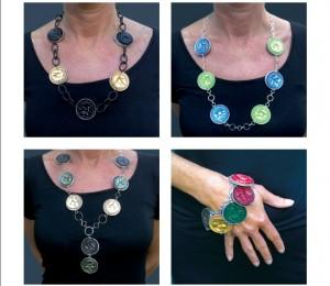 Halsketten und ein Armband